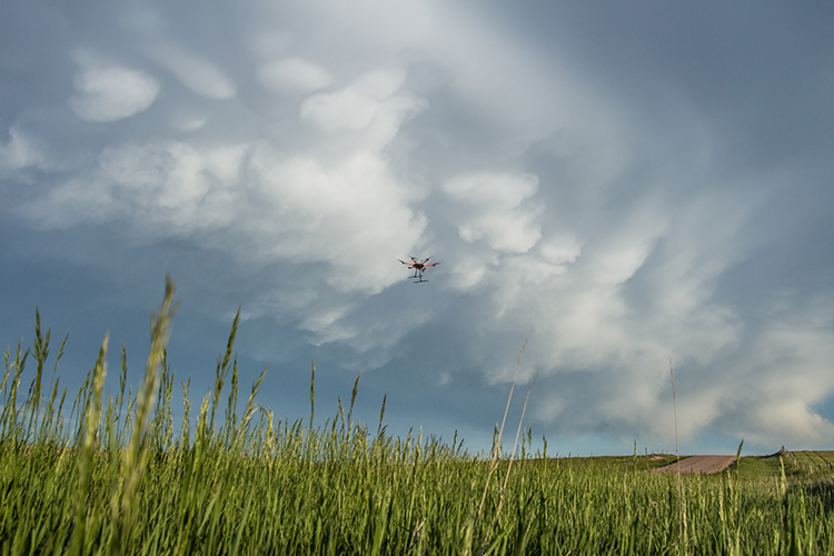 C3LOUD-Ex drone flies into a storm cloud