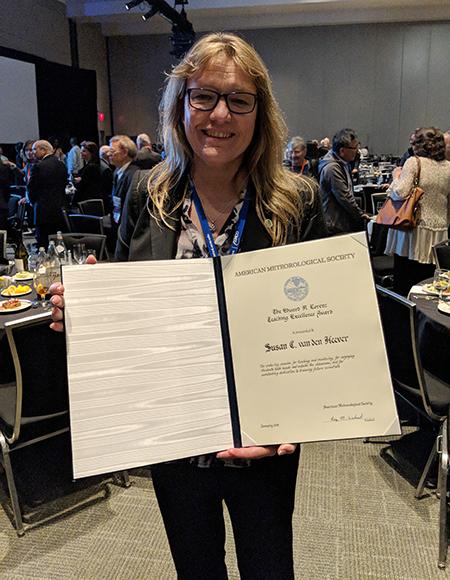 Sue van den Heever with her award